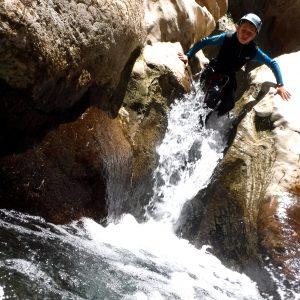 actividades de aventura en sierra de cazorla con ninos. vacaciones en famila, descenso de barrancos