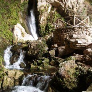 Maravilloso entorno natural de la Cueva del agua en Tiscar, quesada, Sierra de Cazorla