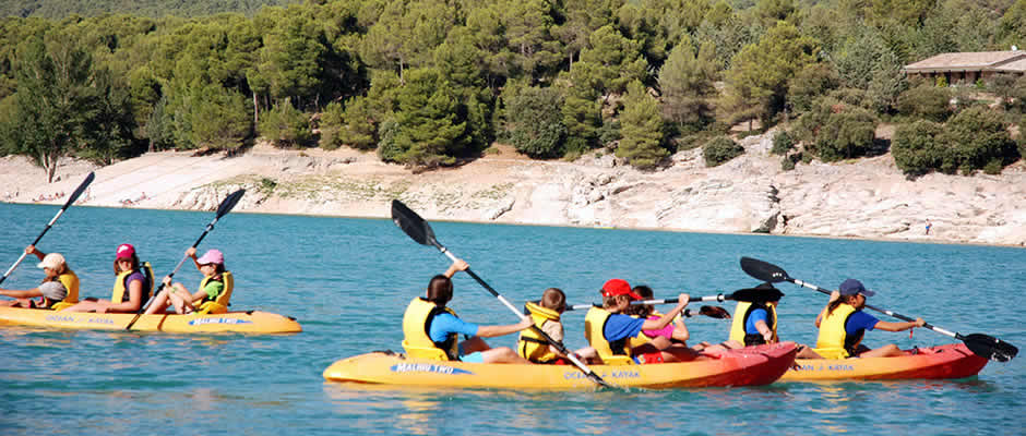actividades de aventura en sierra de cazorla con ninos. kayak en embalse