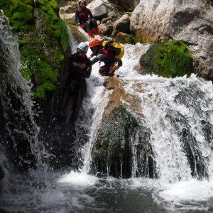 Un tobogan en el rio Guadalquivir Descenso de barrancos