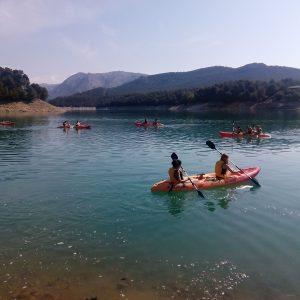 paseos en kayak por el embalse de la bolera en las sierras de cazorla