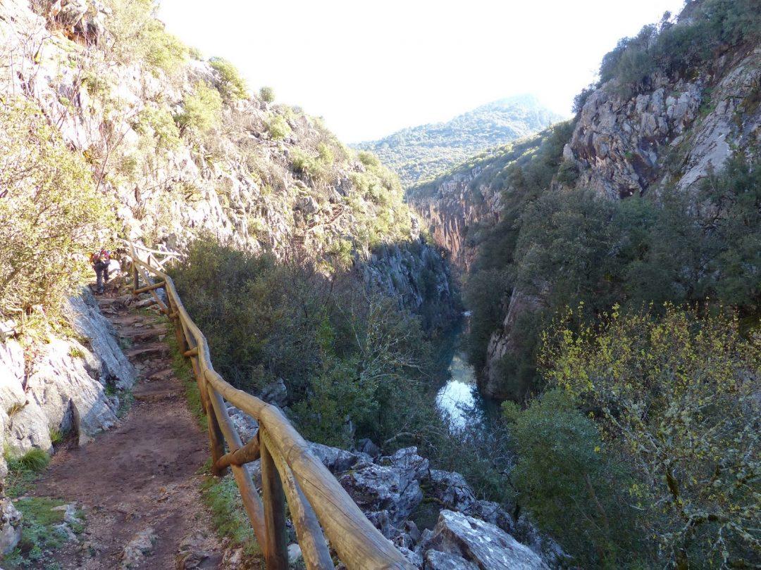 Semana Santa en Sierra de Cazorla, ruta de senderismo por la cerrada del utrero en el rio Guadalquivir