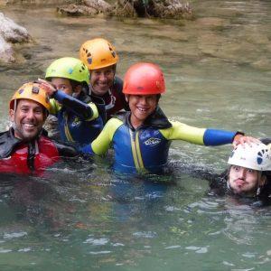 descenso de barrancos con niños-aventura y naturaleza en familia