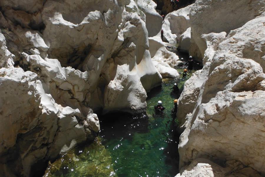 Barranco del rio Guadalentin, toda una aventura para disfrutar en grupo en una despedida de soltero