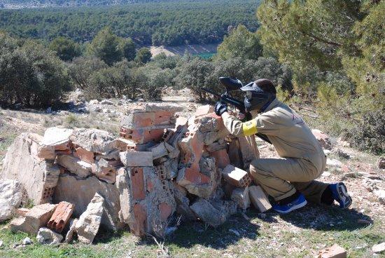 Actividades de aventura para grupos en sierra de cazorla. Paintball en entorno natural