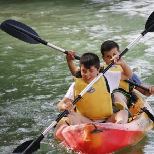 Actividades de aventura de la diputacion de jaen. kayak en sierras de cazorla