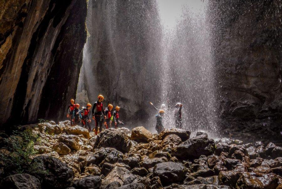 Actividades de aventura en sierras de cazorla, embalse de la bolera descenso de barrancos