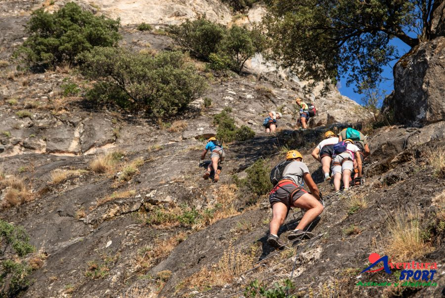 vias ferratas en cazorla, aventura entre naturaleza en la montaña