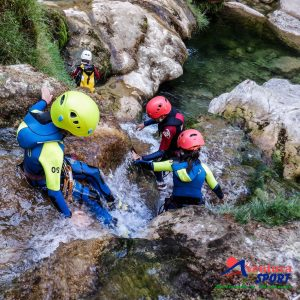 descenso de barrancos en viajes de fin de curso, actividades de aventura para escolares en sierra de cazorla