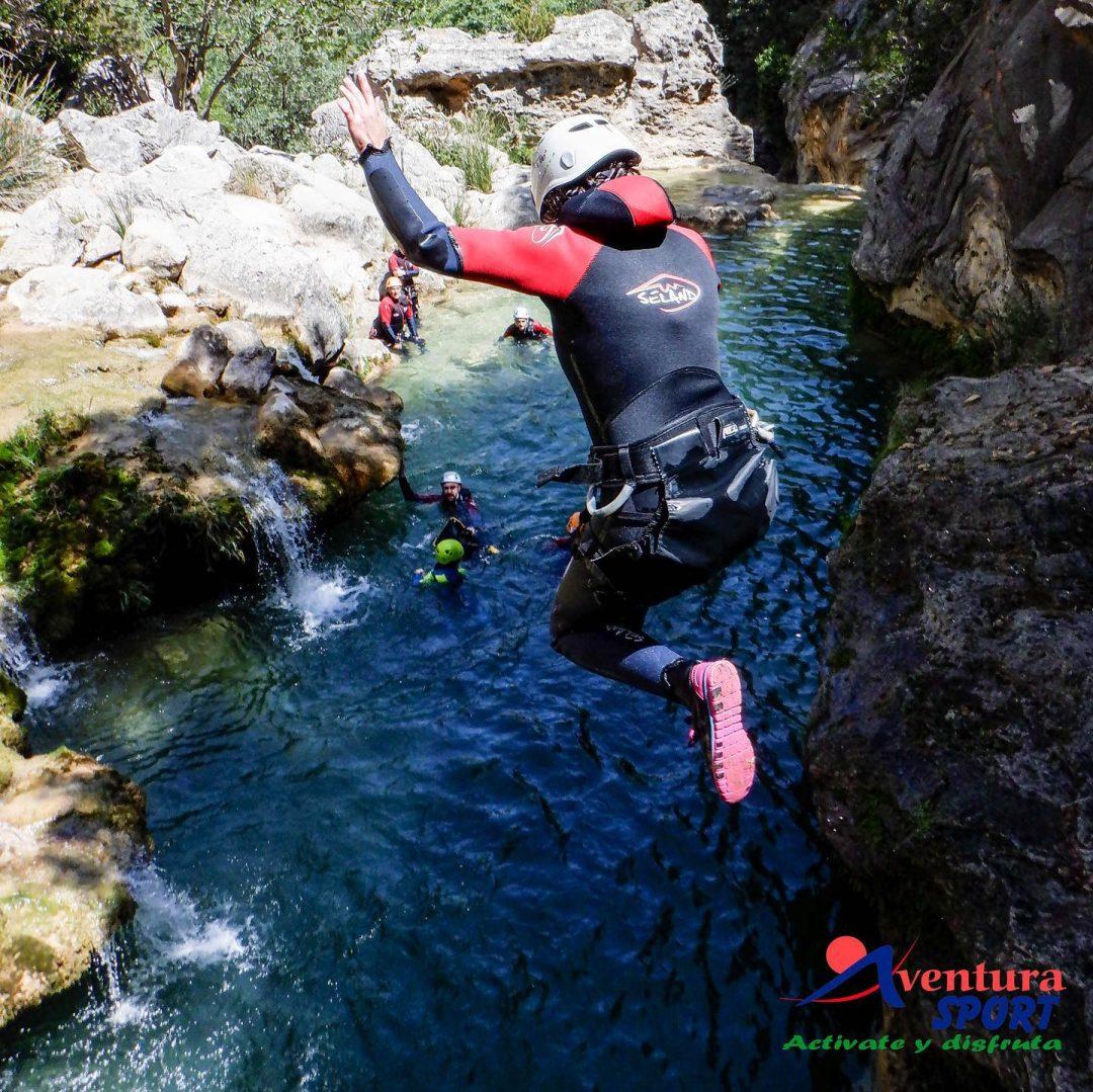 actividades de aventura en santa maria de la sierra, descenso de barrancos en sierras de cazorla, arroyo frio