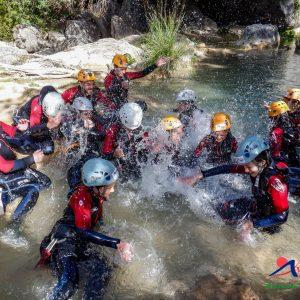 actividades de aventura en sierras de cazorla, descenso de barrancos en grupo con niños